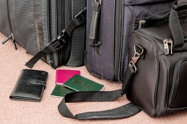 Pasos para vivir en Alemania - maleta