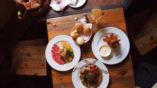 alemandeviaje-enelrestaurante